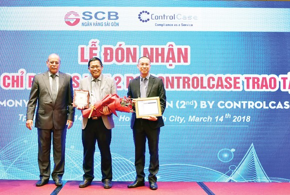 SCB nhận chứng chỉ pci dss lần 2 và giải thưởng thanh toán Xuất sắc từ ngân hàng Standard Chartered ảnh 1