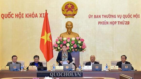 Chủ tịch Quốc hội Nguyễn Thị Kim Ngân phát biểu bế mạc phiên họp thứ 29 của Ủy ban thường vụ Quốc hội. Ảnh: QUỐC HỘI
