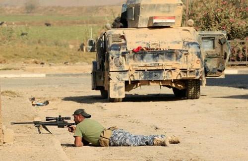 Lực lượng an ninh Iraq tại thị trấn Hammam al-Alil, phía Nam Mosul, Iraq. Ảnh: REUTERS