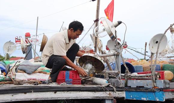 Trang thiết bị hỗ trợ thuyền cá lạc hậu, chi phí nhiên liệu tăng thêm