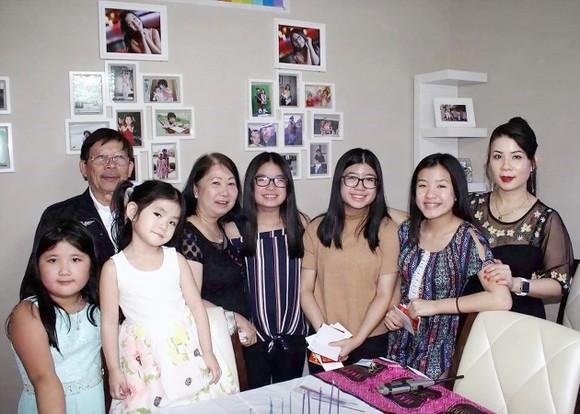 Ba thế hệ cùng nhau gìn giữ âm sắc Việt