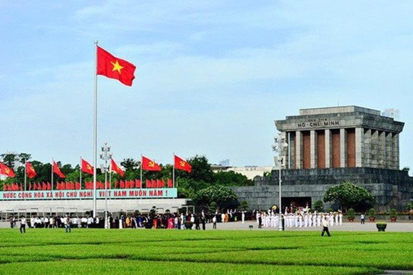 Hơn 45 nghìn lượt khách viếng Lăng Chủ tịch Hồ Chí Minh dịp lễ 30-4 và 1-5. Ảnh: vtv