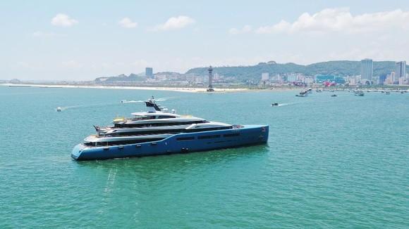 Siêu du thuyền 150 triệu USD của ông chủ CLB Tottenham tại vịnh Hạ Long ảnh 5