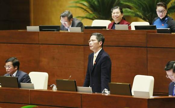 Bộ trưởng Bộ Công thương Trần Tuấn Anh trả lời chất vấn