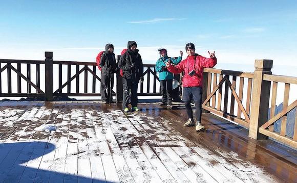 Nửa đêm về sáng 5-12, tại khu vực đỉnh Fansipan (cao 3.143m), nhiệt độ xuống dưới 0°C. Ảnh: Q.K.