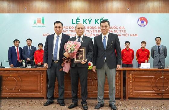 Hưng Thịnh Land tài trợ 100 tỷ đồng cho bóng đá nữ Việt Nam ảnh 2