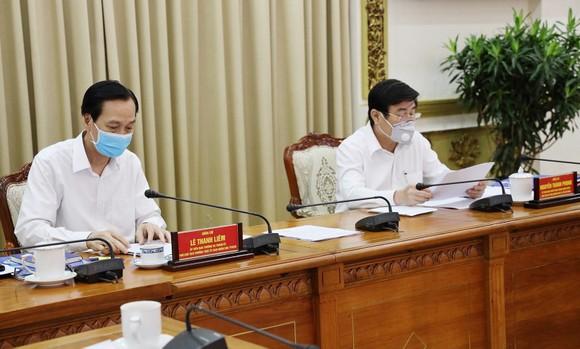 Chủ tịch UBND TPHCM Nguyễn Thành Phong và Phó Chủ tịch Thường trực UBND TPHCM Lê Thanh Liêm chủ trì cuộc họp. Ảnh: TTBC TPHCM