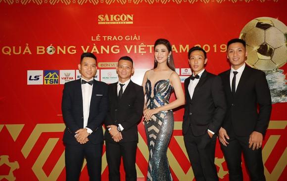 Đỗ Hùng Dũng, Huỳnh Như, Trần Văn Vũ đoạt Quả bóng Vàng Việt Nam 2019 ảnh 34