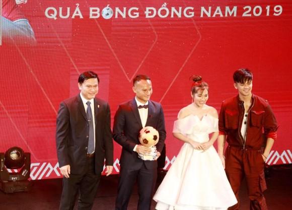 Đỗ Hùng Dũng, Huỳnh Như, Trần Văn Vũ đoạt Quả bóng Vàng Việt Nam 2019 ảnh 9