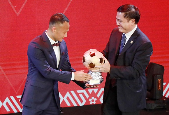 Đỗ Hùng Dũng, Huỳnh Như, Trần Văn Vũ đoạt Quả bóng Vàng Việt Nam 2019 ảnh 7