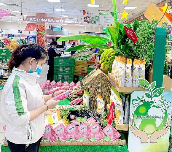 Các sản phẩm xanh đang được hệ thống siêu thị Co.opmart giảm giá để hưởng ứng Chiến dịch Tiêu dùng xanh 2020