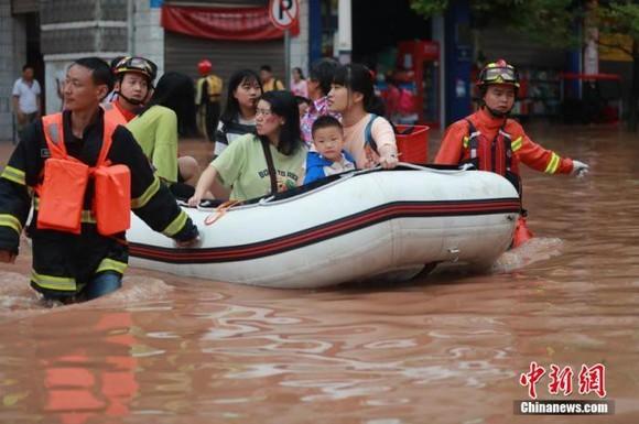 Mưa lớn tại Trùng Khánh, Trung Quốc. Ảnh: Chinanews