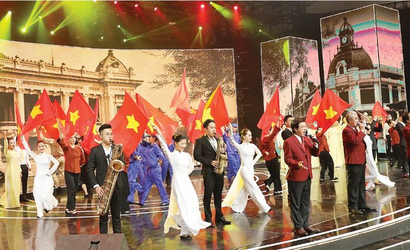 """Chương trình biểu diễn đặc biệt """"Lời thề độc lập"""" mừng Quốc khánh 2-9 tại Hà Nội. Ảnh: TTXVN"""