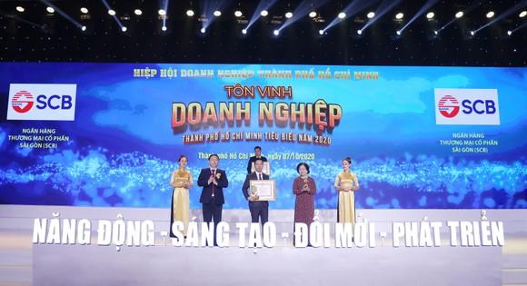 """SCB nhận danh hiệu """"Doanh nghiệp doanh nhân TPHCM tiêu biểu năm 2020"""""""
