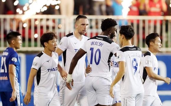Câu lạc bộ Hoàng Anh Gia Lai trong một trận đấu tại LS V.League 2020