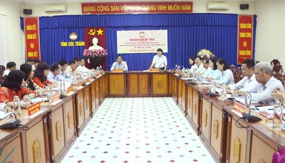 Các đại biểu tham dự buổi kiểm tra
