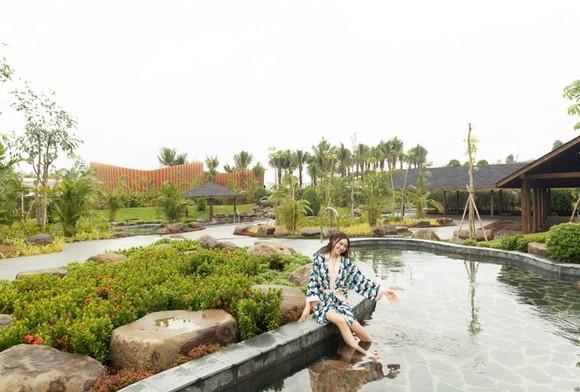 """Lan Ngọc """"chẳng muốn về"""" khi trải nghiệm tắm khoáng tại Minera Hot Springs Bình Châu ảnh 3"""
