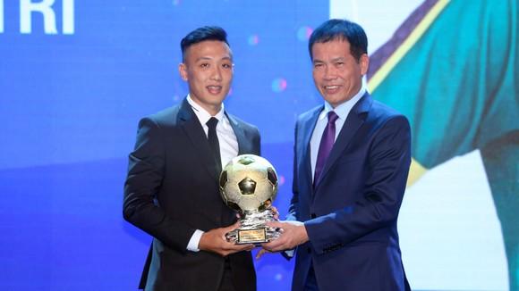 Văn Quyết, Huỳnh Như và Minh Trí đoạt Quả bóng Vàng Việt Nam 2020 ảnh 11