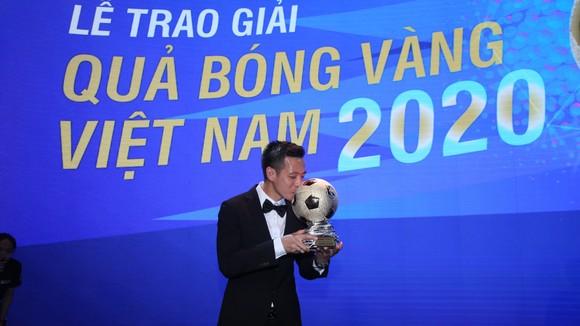 Văn Quyết, Huỳnh Như và Minh Trí đoạt Quả bóng Vàng Việt Nam 2020 ảnh 3