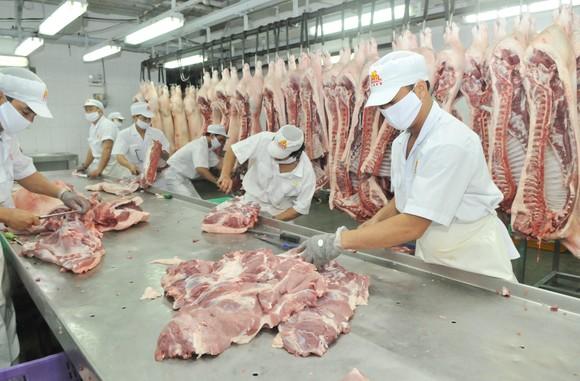 Thị trường thịt heo tết: Nguồn cung phong phú, giá không ổn định ảnh 1