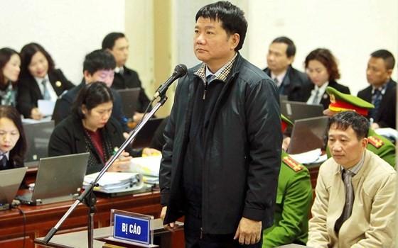 Ông Đinh La Thăng trong phiên tòa xét xử  vụ án Cố ý làm trái quy định của Nhà nước về quản lý kinh tế gây hậu quả nghiêm trọng, tham ô tài sản xảy ra tại PVN và PVC