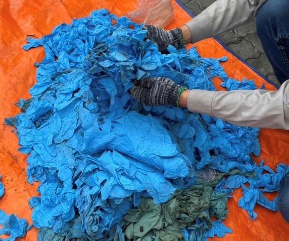 Phát hiện gần 15 tấn găng tay cũ nhập khẩu vào TPHCM