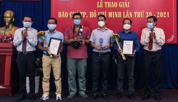 Báo SGGP đoạt 8 giải Báo chí TPHCM năm 2021 ảnh 6