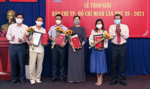 Báo SGGP đoạt 8 giải Báo chí TPHCM năm 2021 ảnh 5