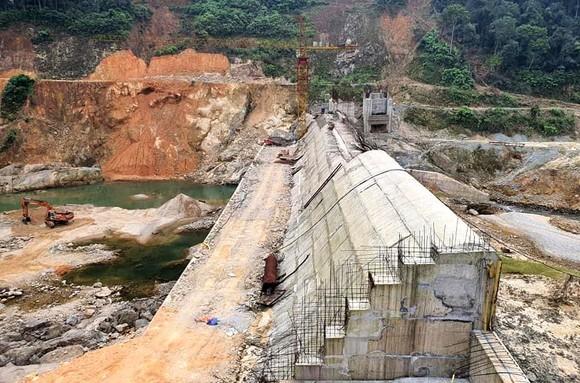Công trình đập ngăn Thủy điện Rào Trăng 3 trước nỗi lo trong mùa mưa bão 2021, do chưa được cấp phép thi công các hạng mục còn lại