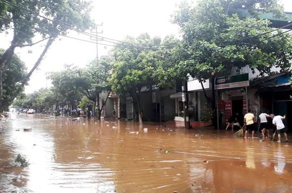 Mưa lớn gây ngập sâu nhiều nơi ở thành phố Lào Cai. Ảnh: afamily
