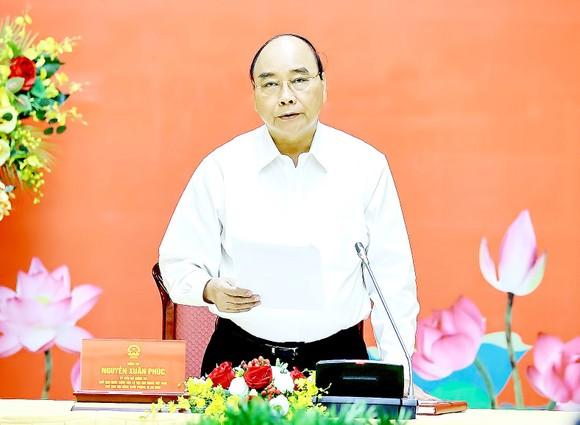 Chủ tịch nước Nguyễn Xuân Phúc phát biểu tại phiên họp thứ ba Hội đồng Quốc phòng và An ninh nhiệm kỳ 2016-2021. Ảnh: TTXVN