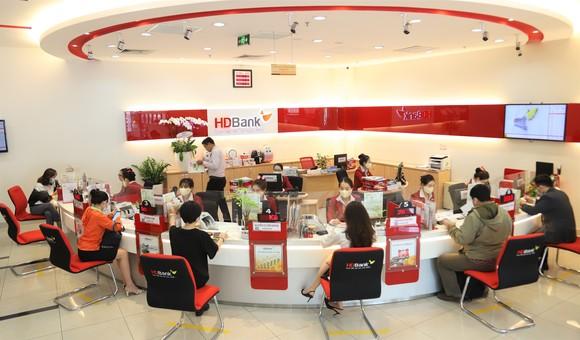 Thu nhập dịch vụ tăng mạnh, HDBank hoàn thành 58% kế hoạch năm ảnh 1