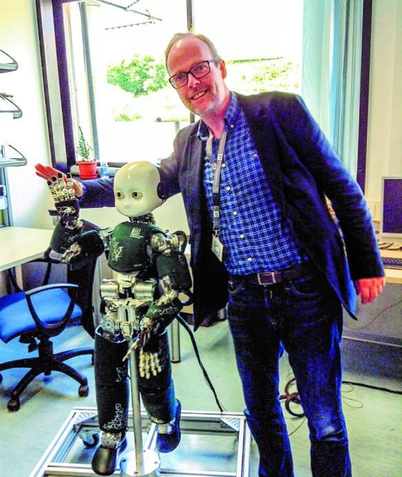 Một đại biểu G20 trải nghiệm robot công nghệ mới
