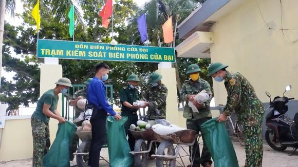 Biên phòng Quảng Nam:  Hơn 1,5 tấn rau, củ, quả gửi tặng người dân TPHCM ảnh 2