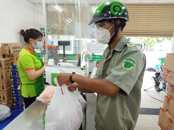 """Gần 30.000 đơn hàng đã được hệ thống bán lẻ Satra giao đến các """"tổ đi chợ hộ"""" ảnh 2"""