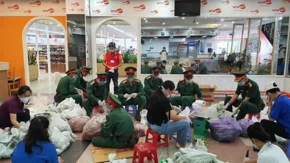"""Gần 30.000 đơn hàng đã được hệ thống bán lẻ Satra giao đến các """"tổ đi chợ hộ"""" ảnh 3"""