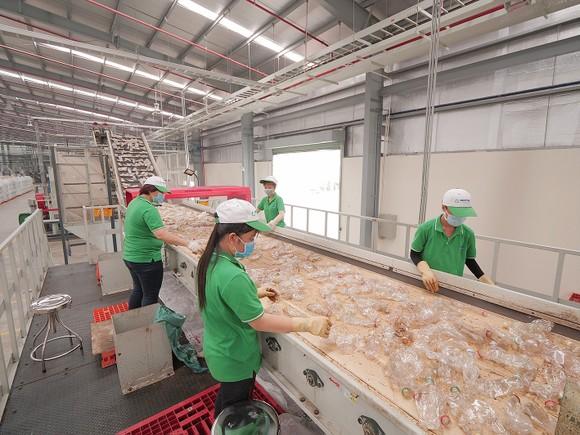 Dây chuyền tái chế rác thải nhựa tại Công ty TNHH Nhựa tái chế Duy Tân