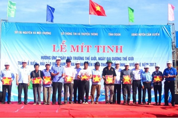 At the launch of the World Environment Day (June 5) and the Vietnam Sea and Island Week 2017