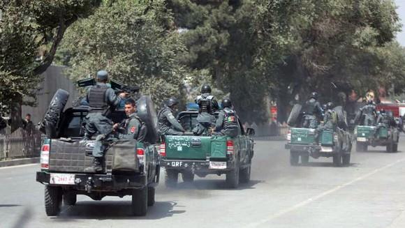 Bom nổ tại ngân hàng đang phát lương ở thủ đô Afghanistan ảnh 1