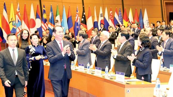 Chủ tịch nước Trần Đại Quang; Chủ tịch Quốc hội Nguyễn Thị Kim Ngân, Chủ tịch APPF 26 đến dự khai mạc APPF 26