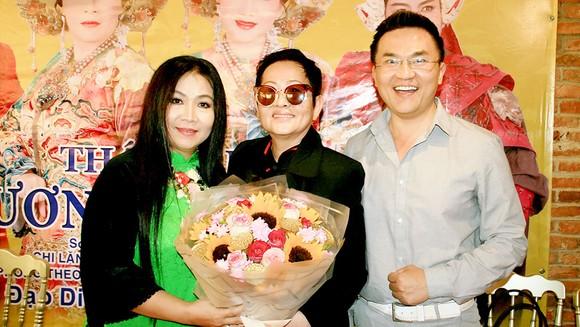 Đạo diễn Hoa Hạ (giữa) và nghệ sĩ Kim Ngân, diễn viên Đại Nghĩa
