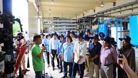 Người dân trực tiếp kiểm tra việc tán mùi hôi trong Khu liên hợp xử lý chất thải rắn Đa Phước ảnh 2