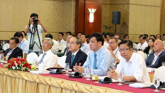 Lãnh đạo TPHCM tham dự hội thảo. Ảnh: HCM CityWeb