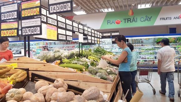 Hàng hóa tại hệ thống siêu thị Co.opmart được nhập đa dạng từ các địa phương