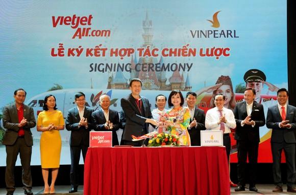 Vietjet khai thác loạt đường bay mới đến Đảo Ngọc xinh đẹp đón mùa hè sôi động ảnh 1