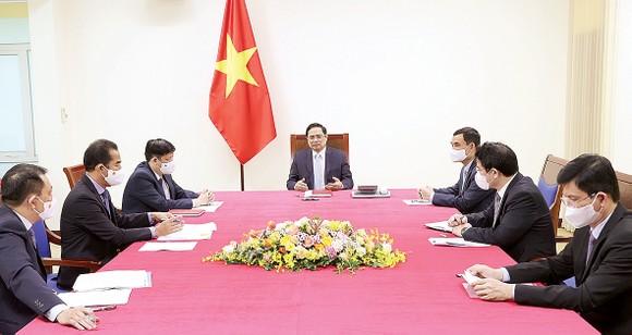 Thủ tướng Phạm Minh Chính điện đàm với Thủ tướng Pháp Jean Castex. Ảnh: TTXVN