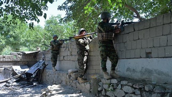 Lực lượng an ninh Afghanistan trong chiến dịch truy quét phiến quân Taliban. Ảnh: TTXVN