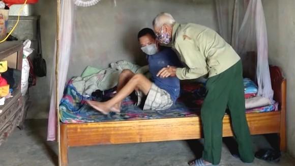 3 cha con bệnh tật, không tiền chạy chữa