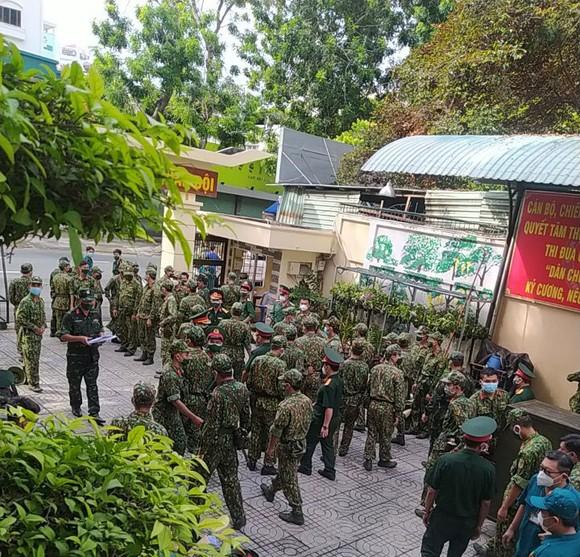 Ngày đầu tiên cán bộ, chiến sĩ xuất quân phòng, chống dịch trên địa bàn TPHCM ảnh 2