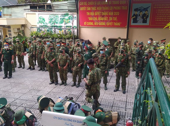 Ngày đầu tiên cán bộ, chiến sĩ xuất quân phòng, chống dịch trên địa bàn TPHCM ảnh 1